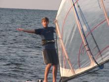 Johnny_Laing_foot_lifting_sail