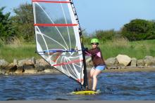 Roxanna learning to windsurf (Photo Marcel)