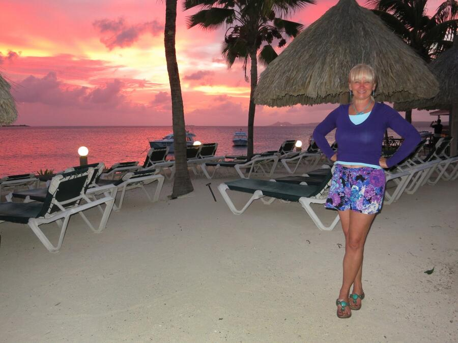 10 Sunset at Buddy Dive Resort