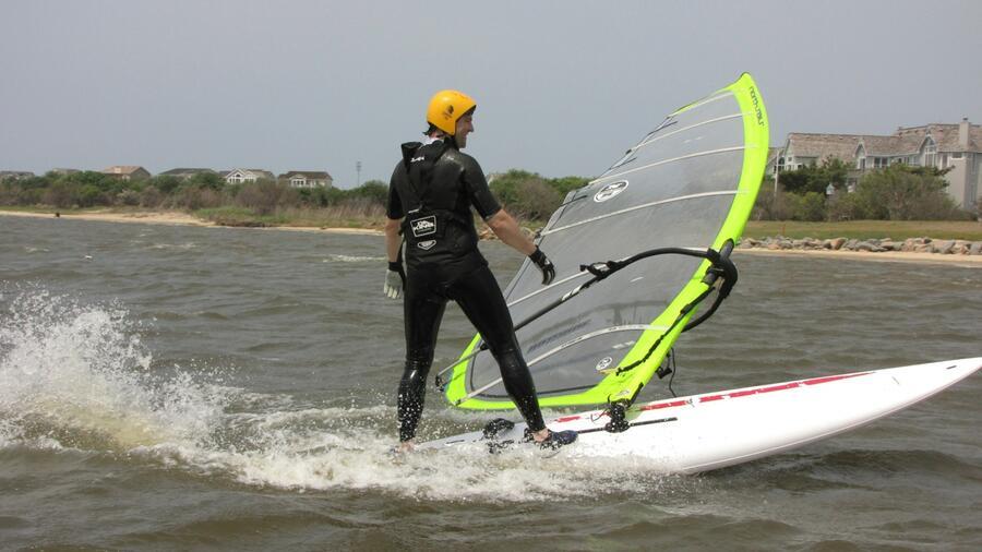 26 Adam throwing sail