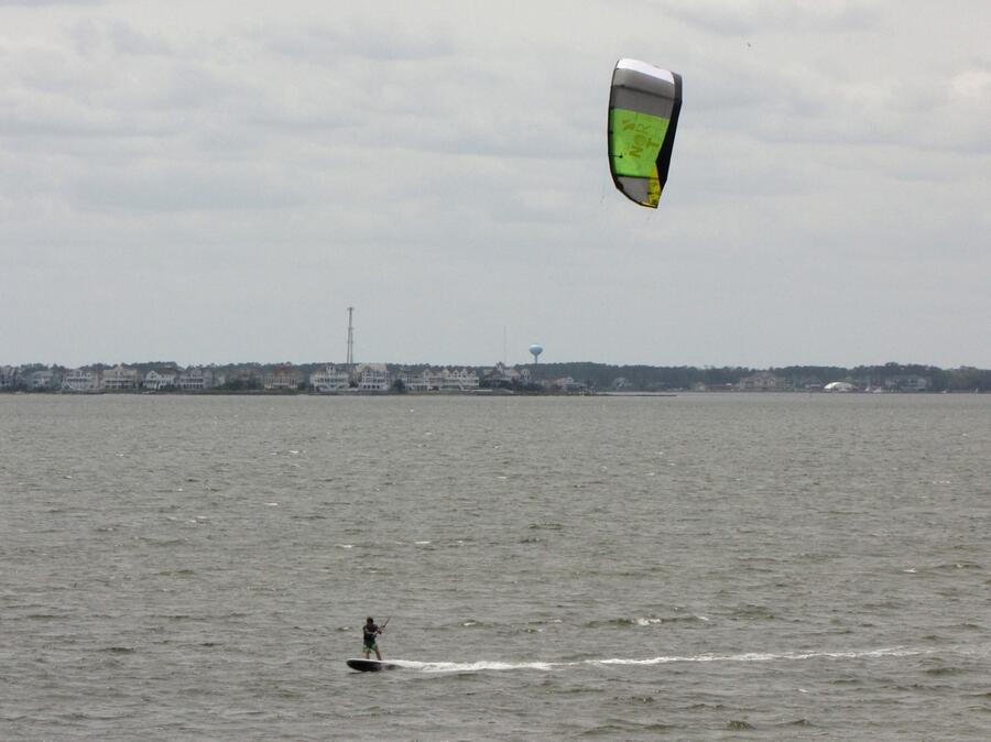 8 Brian kitsurfing on windsurfing board