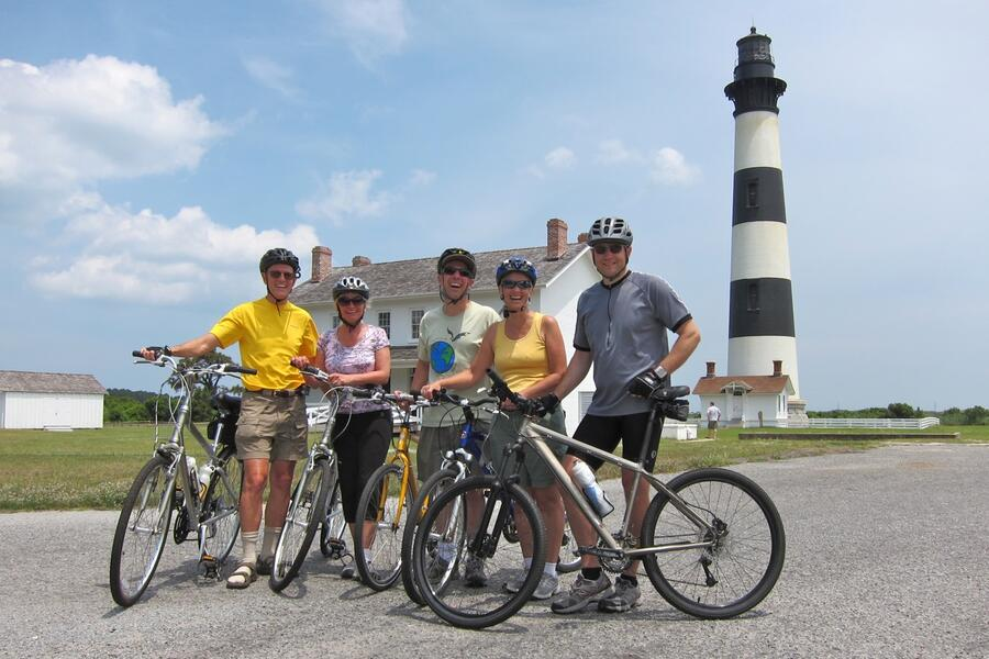 IMG_1269 Bode Is. Lighthouse. Barrett & Peggy, Philip & Betsey, Marcel.jpg