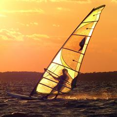 10 Sunset windsurf