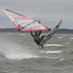 4 Alain jumping 84 liter wave board